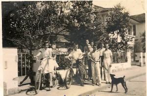 juarez machado com amigos e bicicletas em joinville 1954 - jws