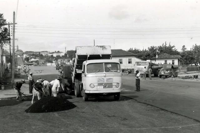 caminhão-pavimentação
