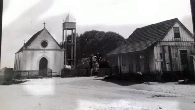 ctba - Igreja do Pilarzinho, ao lado o Basso. Anos 40