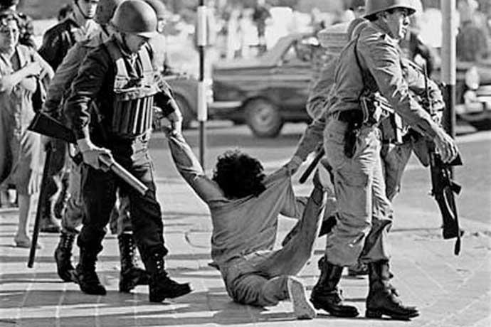 """O """"AI-5"""" acabou com as liberdades democráticas em 1968   Portal Memória  Brasileira"""