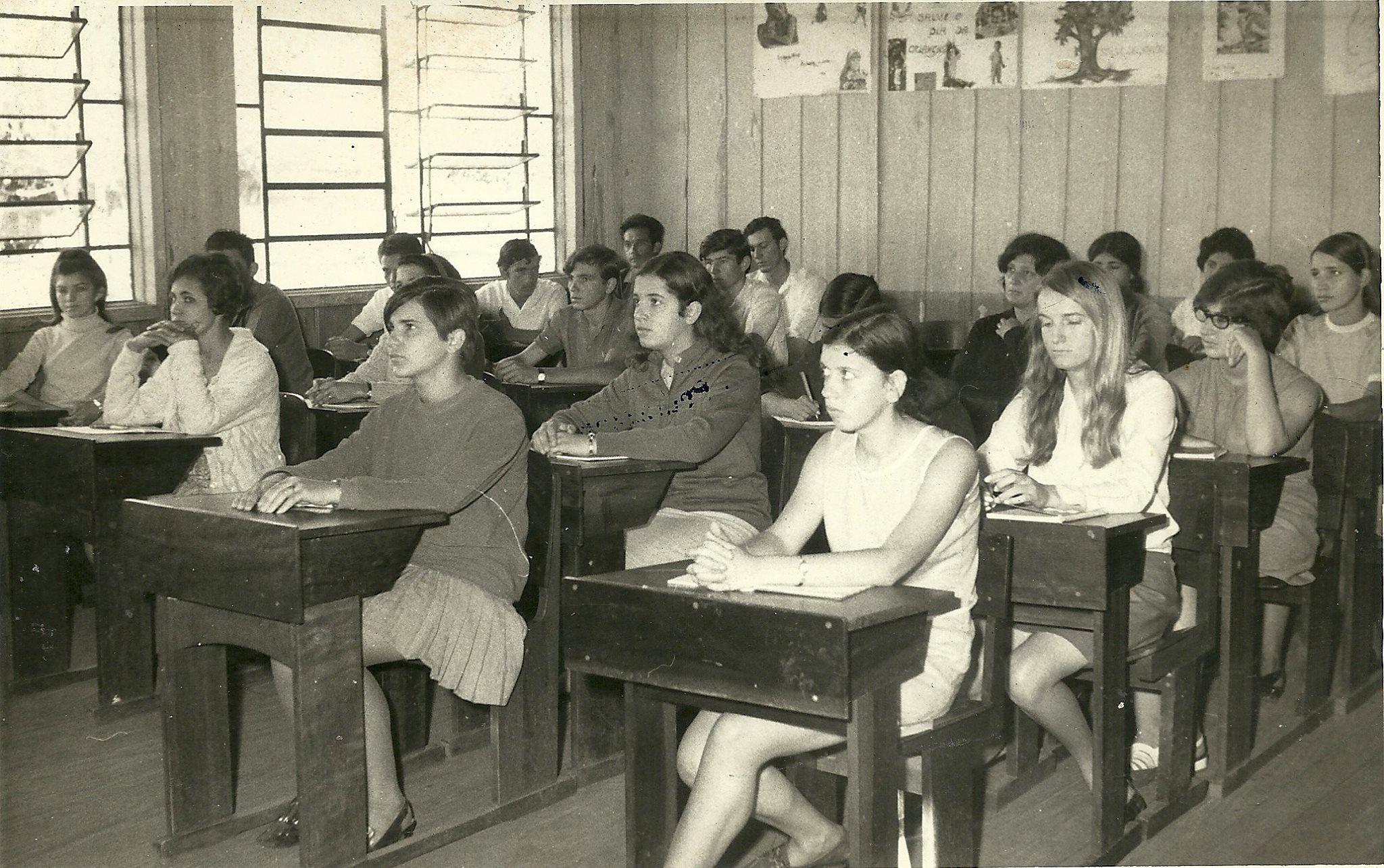 Resultado de imagem para escola  antiga